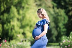 Séance grossesse en extérieur dans un Parc de Genève