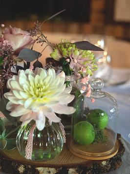 décoration centre de table fleuri
