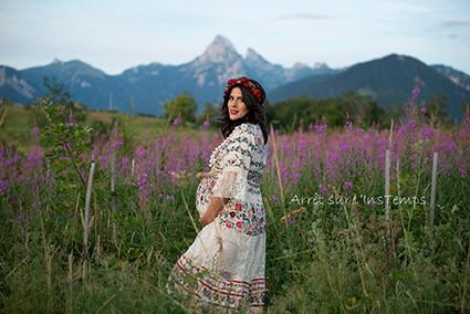 Séance grossesse en extérieur devant la Dent D'Oche