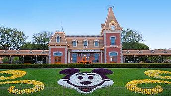 Disneyland-Entrance.jpg