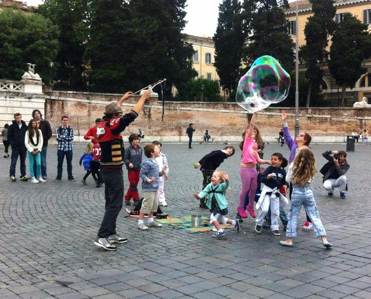 Bubbles in Rome. Photo by Anna U. Dinverno
