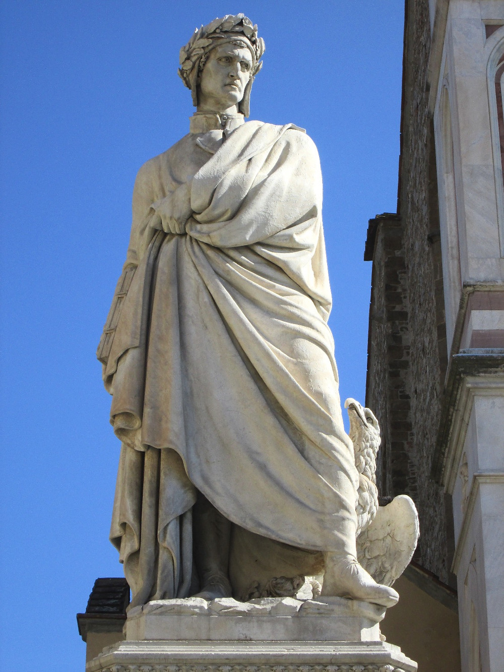 Sculpture of Dante in front of Santa Croce. Photo by Diana Dinverno