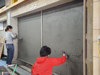 壁を塗る 壁を塗る