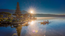 Ulun Danu Beratan Temple, the right light.