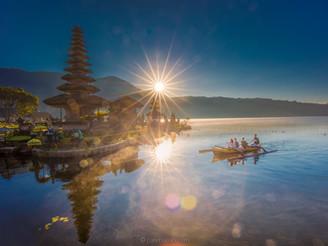 Ulun Danu Beratan Temple, the right light.