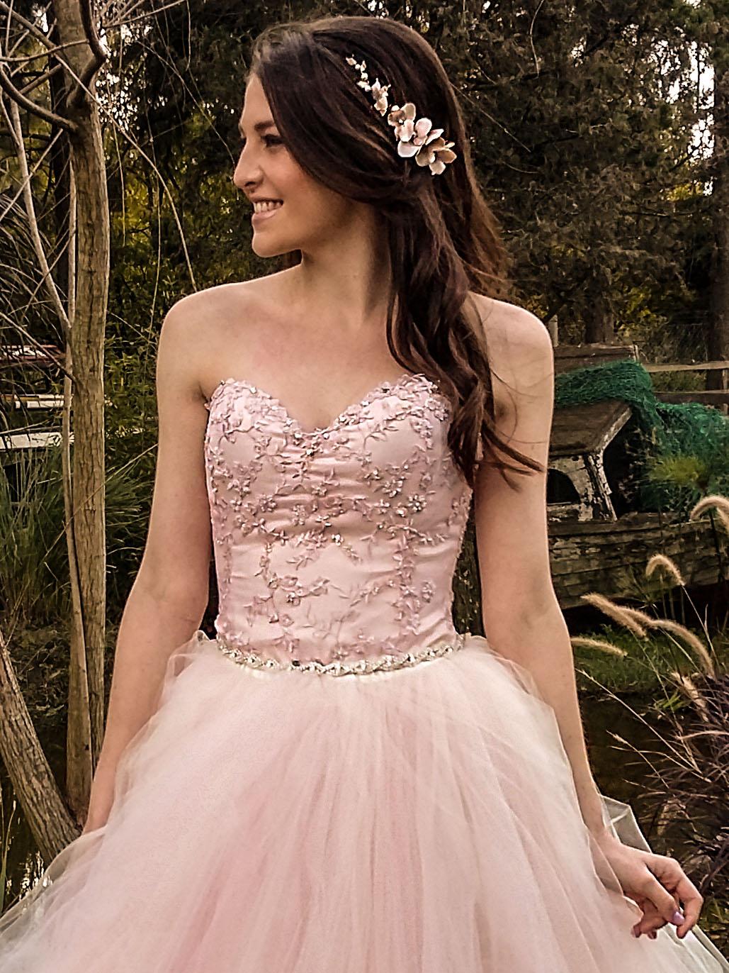 efae79fd59 Vestido de 15 Años - Diseño Grace - Opción falda larga desmontable de 100  mts. reales de tul (no lleva miriñaque ni alambre). El corset de tul  bordado a ...