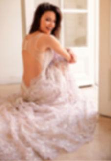 vestido de novia, novias romanticas, Sofi Ju, Sofia Gimenez, Lindissima, Lindisima, Diseñadores Argentinos, Novias 2020, Moda Argentina, Diseño Argentino, Moda para Novias, Novias modernas, Novia, Casamientos, Boda, vestidos de novias con transparencias, vestidos con espaldas, espaldas lindas, bordado a mano