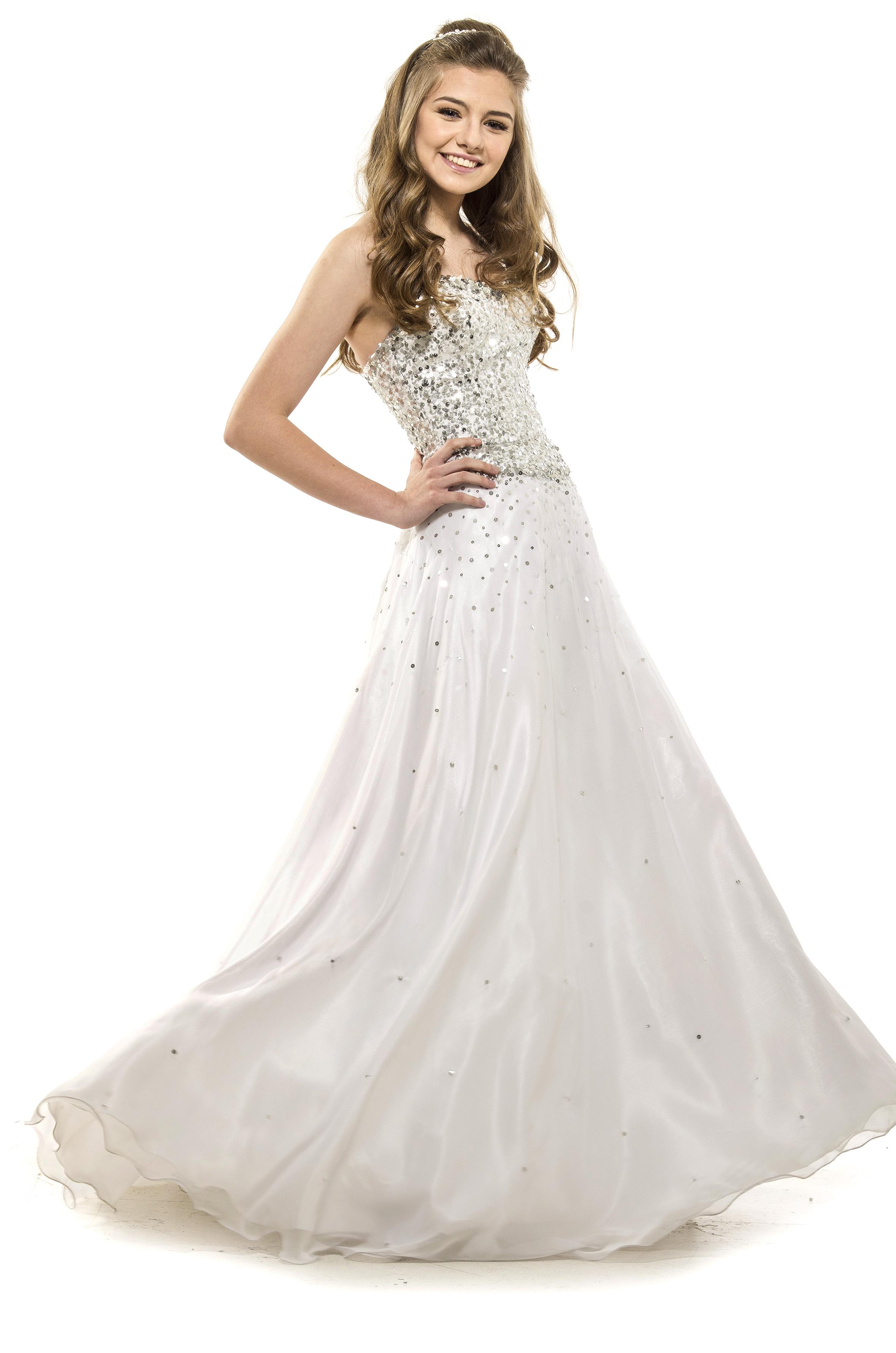 Vestido de xv blanco con pedreria
