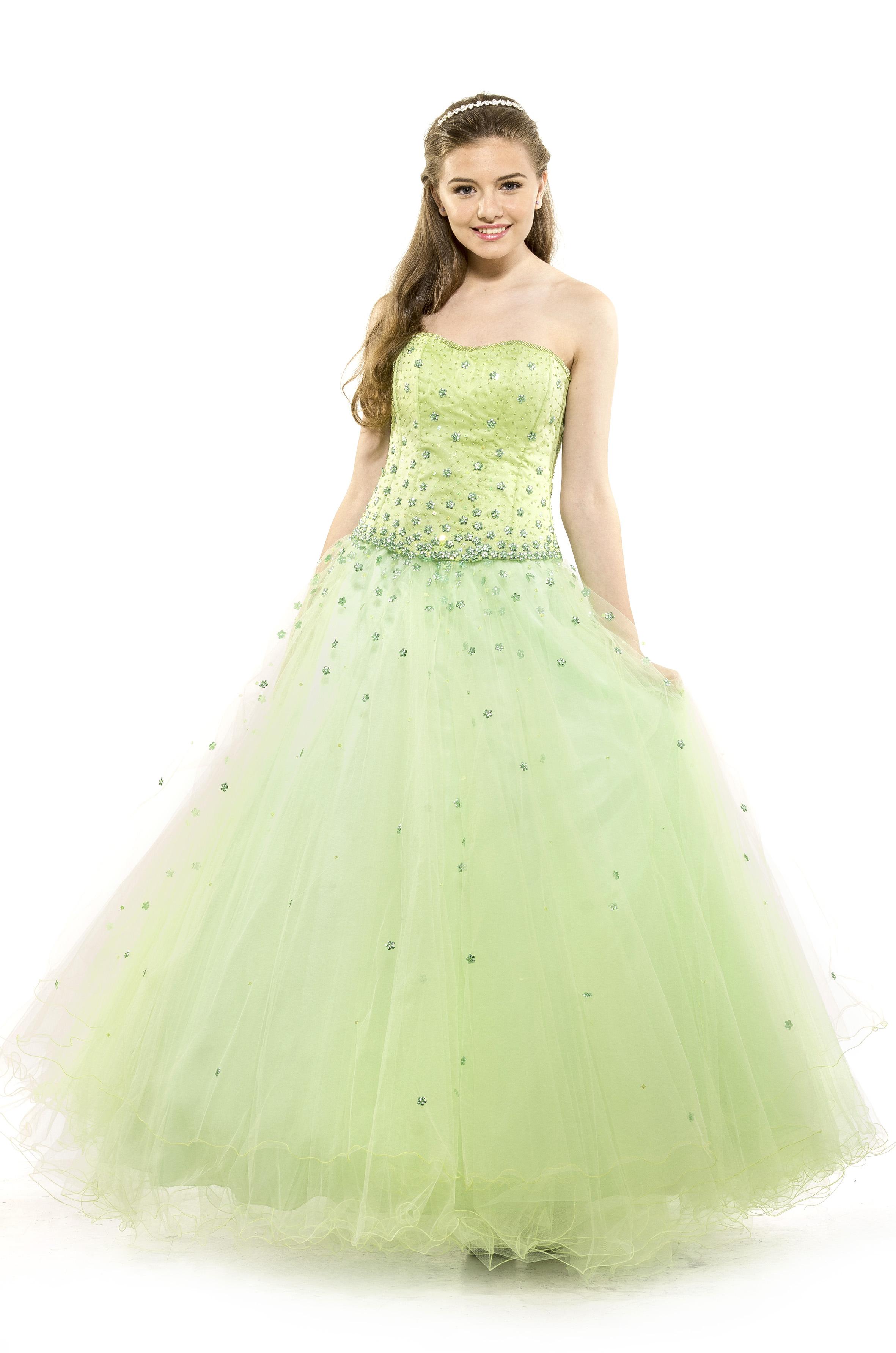 7035eca18 Vestido de 15 Años -Diseño Luz Flower - Diseño clásico y romántico de tul  americano bordado completamente a mano con cristal