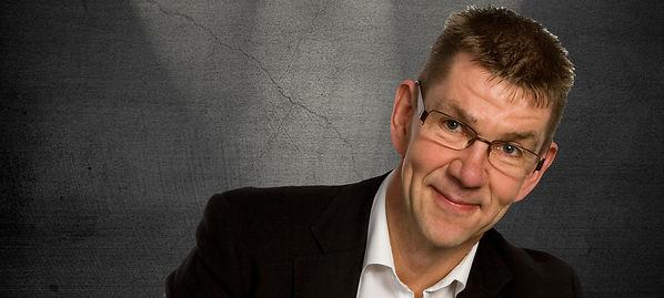 Hyggepianist og festmusiker Kurt Jepsen leverer musik til festen