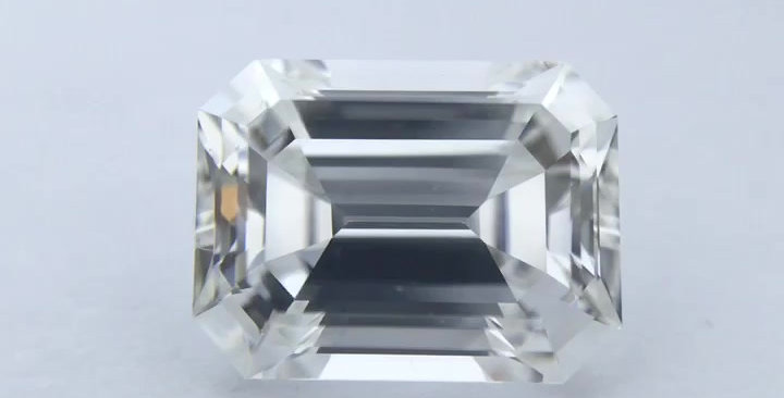 Emerald 1ct G VVS2 certified by GIA