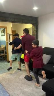 David_Cardona_y_su_familia_bailando._4º