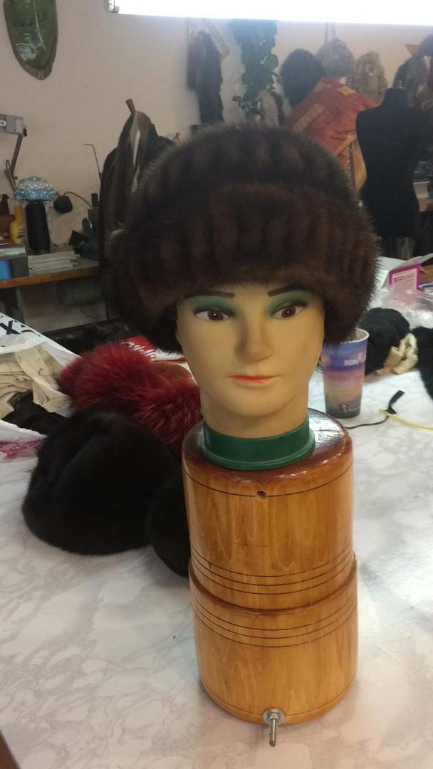 Древнюю шапку перетянули на свежую модель