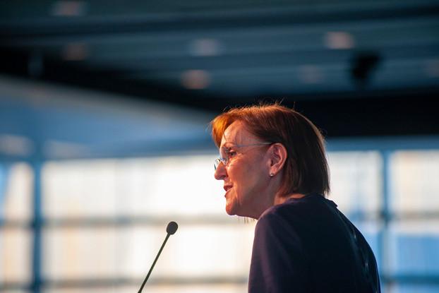 Karen Tumulty of the Washington Post introduces Journalism winner, Grace Marion