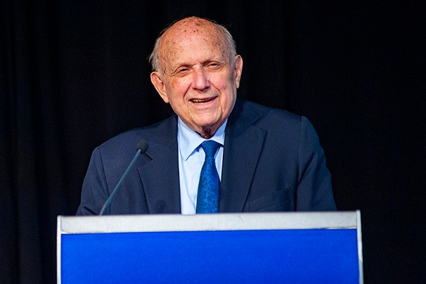 Floyd Abrams accepts his award in the Lifetime Achievement category
