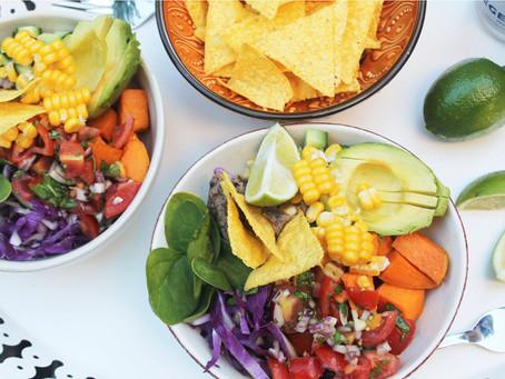 Mexibowl med søde kartofler og bønnemos