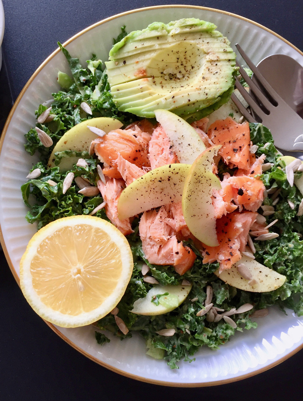 salat, laks, grønkål, avocado, avocadodressing