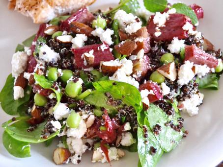 Salat med bagte rabarber, quinoa, feta og mynte
