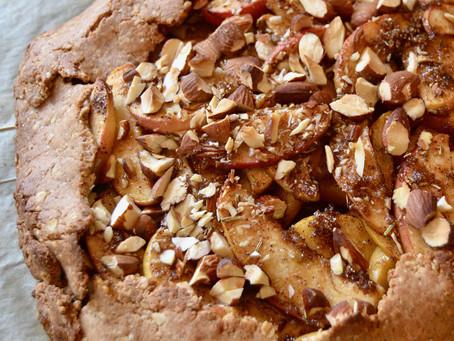 Dessert-galette med æbler, mandler og rosmarin