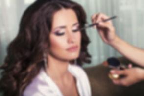 makeup-brunette-_205931872.jpg