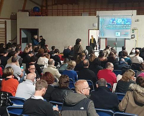 Lutte contre le cyber-harcèlement : Conférence auprès de parents d'élèves à Lyon