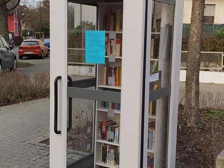 Der Offene Bücherschrank am Platz Schnatgang/Ecke Arndtstraße ist wieder da!