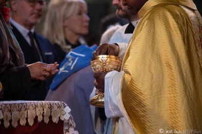 Messe solennelle présidée par Monseigneur Servilien NZAKAMWITA évêque de Bumba au Rwanda, Basilique supérieure de Lisieux
