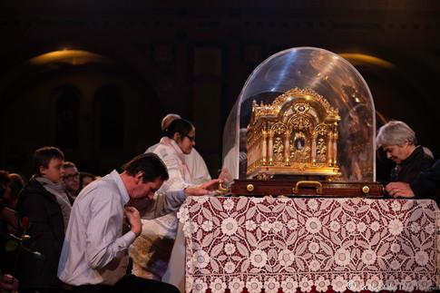 Veillée avec vénération des reliques, Basilique supérieure de Lisieux