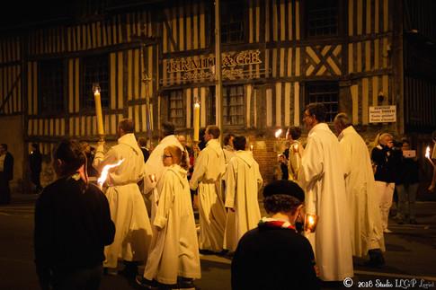 Procession des reliques de sainte Thérèse du Carmel à la Basilique