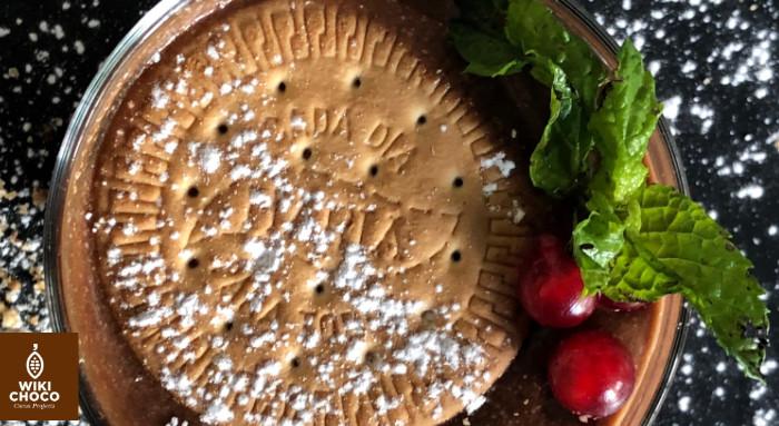 detalles de la tarta de chocolate y galletas maría