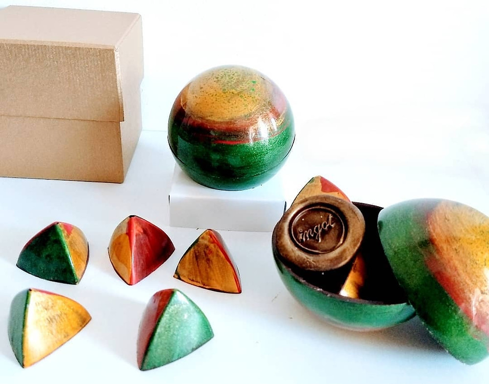 esferas rellenas de bombón de chocolate ingot