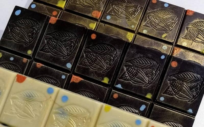 chocolate con diferentes colores y sabores