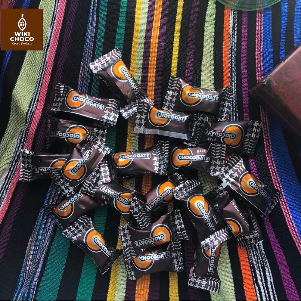 deliciosos bombones de dátil y chocolate con almendra