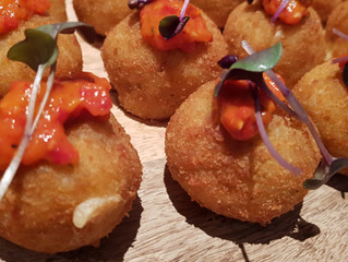 Advantages Of Choosing Finger Food Catering Service At The Wedding