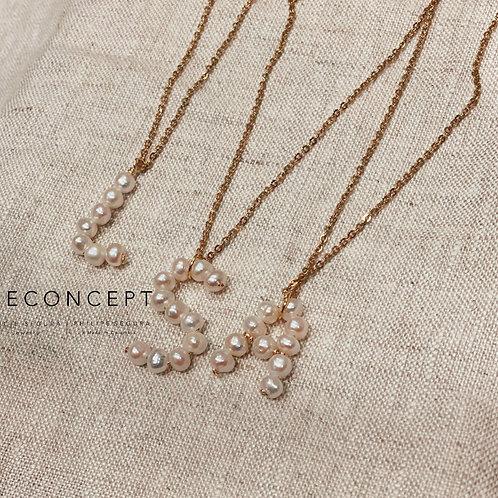 Cadenita iniciales en perlas