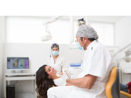 Un estudio revela la relación entre las complicaciones del Covid-19 y la salud de las encías