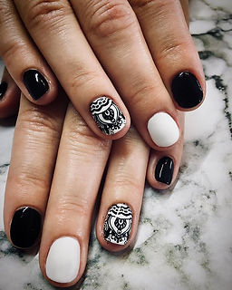 noir et blanc ◾️⚪️ •_•_•_#nails#shellac#