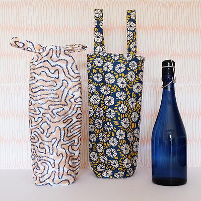 Bottle Bags Lifestyle Navy 1.JPG