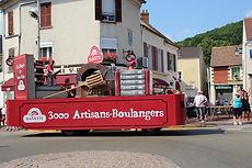 Passage_de_la_caravane_du_Tour_de_France