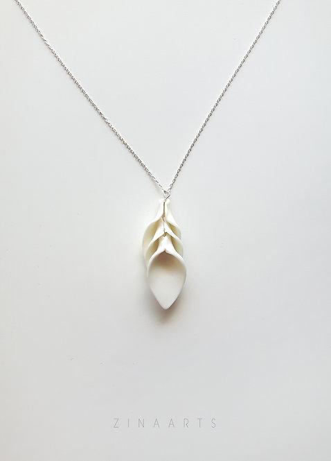 WHITE FLOWER PETAL NECKLACE