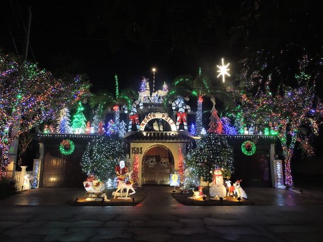 Teri and Dar Christmas decorations 2017