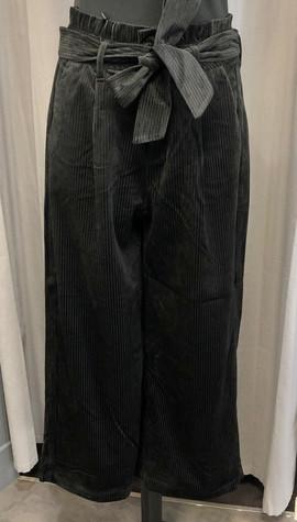 Pantalon jupe-culotte en velours côtelé - 49€