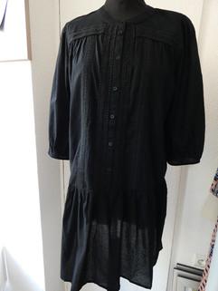 Robe large bronderies noires - 74€