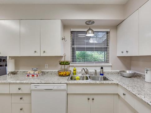 Kitchen 5A.jpg