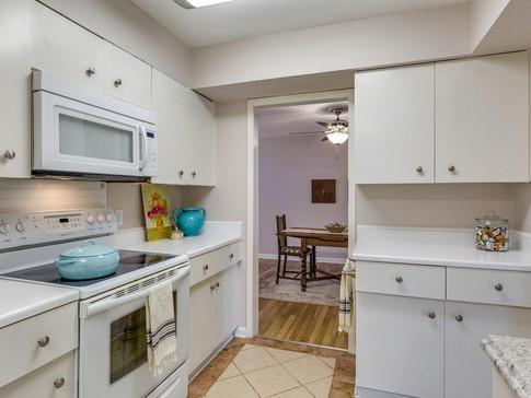 Kitchen 4A.jpg