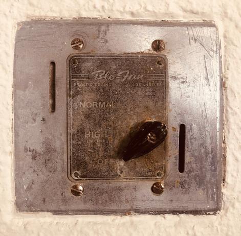 Blo-Fan, Vent-a-hood control on 134 W Mi