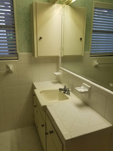 Bathroom 3B.jpg