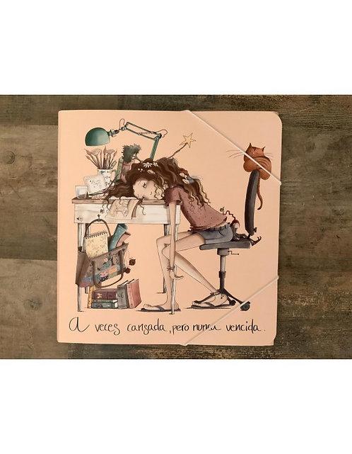 """Carpeta El altillo de los Duendes """"Chica escritorio"""" 31,5x32cm"""