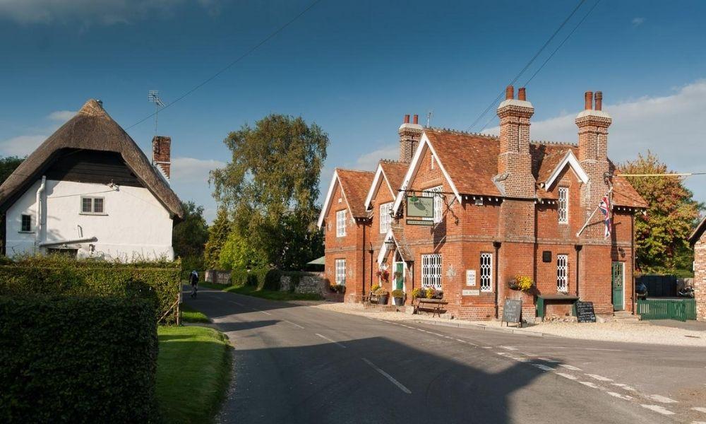 Scenic photo of The Peat Spade pub in Hampshire