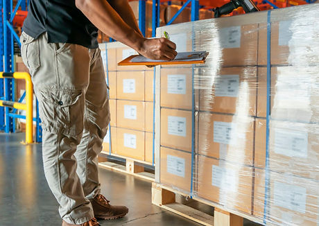 warehouse-worker-holding-clipboard-is-in